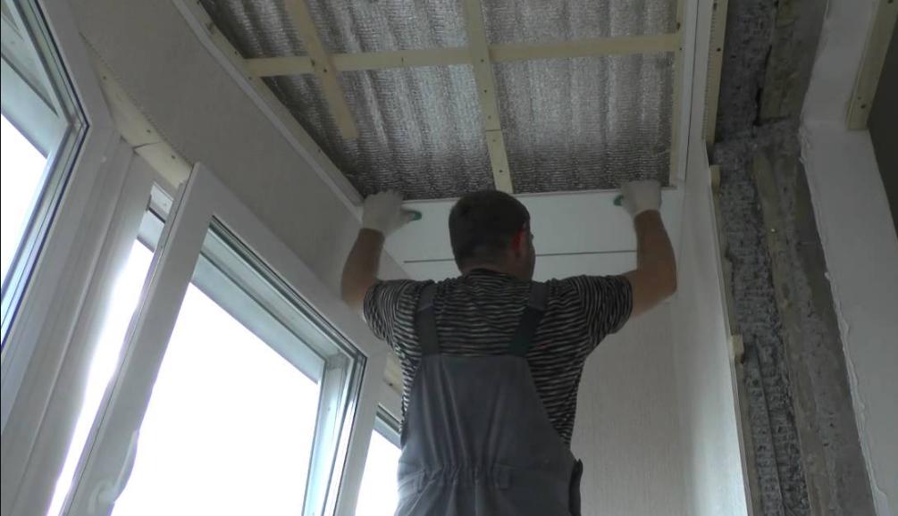 Чем крепить и как обшить потолок пластиком самому: фото и видео-инструкция, рекомендации от мастеров