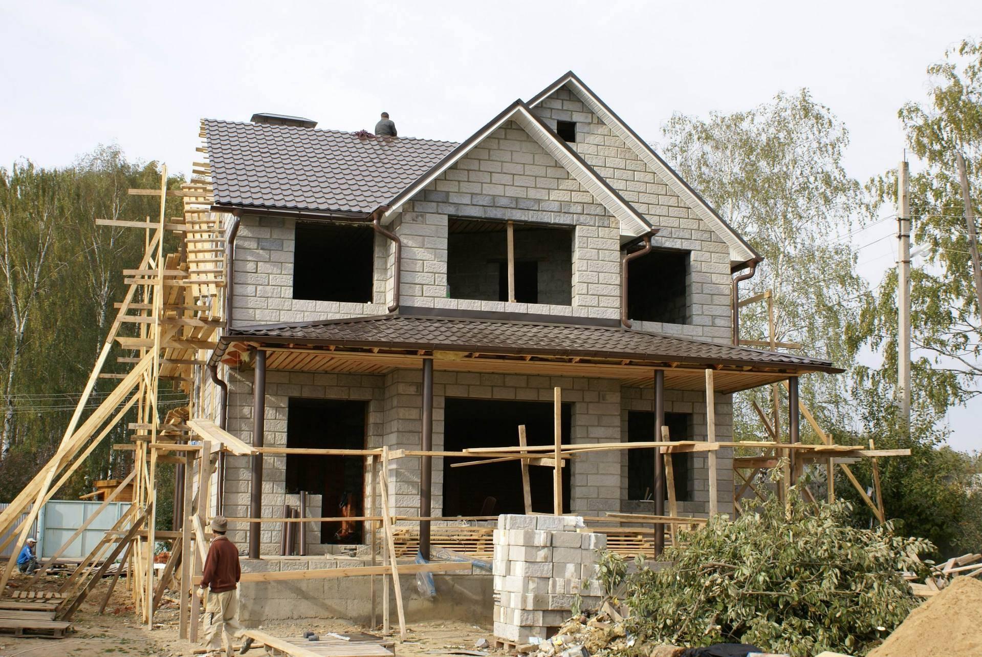 Строительство монолитного дома. плюсы и минусы