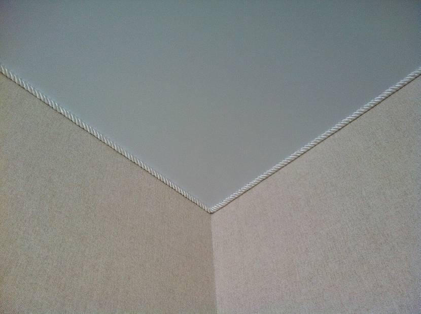 Как вставить вставку в натяжной потолок — практические советы