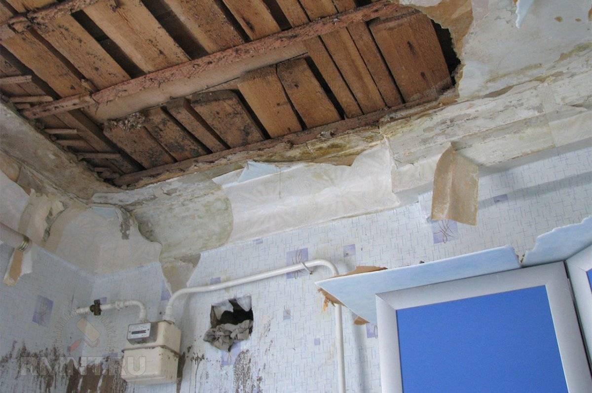 Как правильно устранить протечку на потолке. как сделать ремонт потолка после протечки своими руками – варианты и способы. перештукатурка и выравнивание сухого потолка