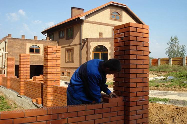 Выбор между кирпичем и пенобетоном для строительства