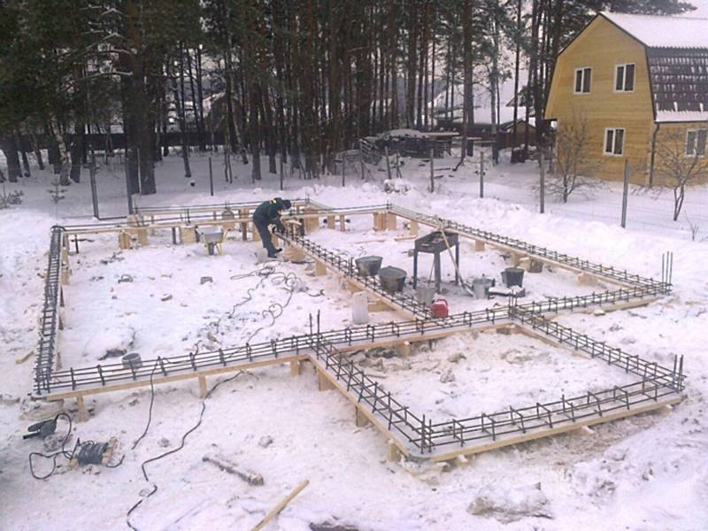 Монтаж фундамента в зимнее время