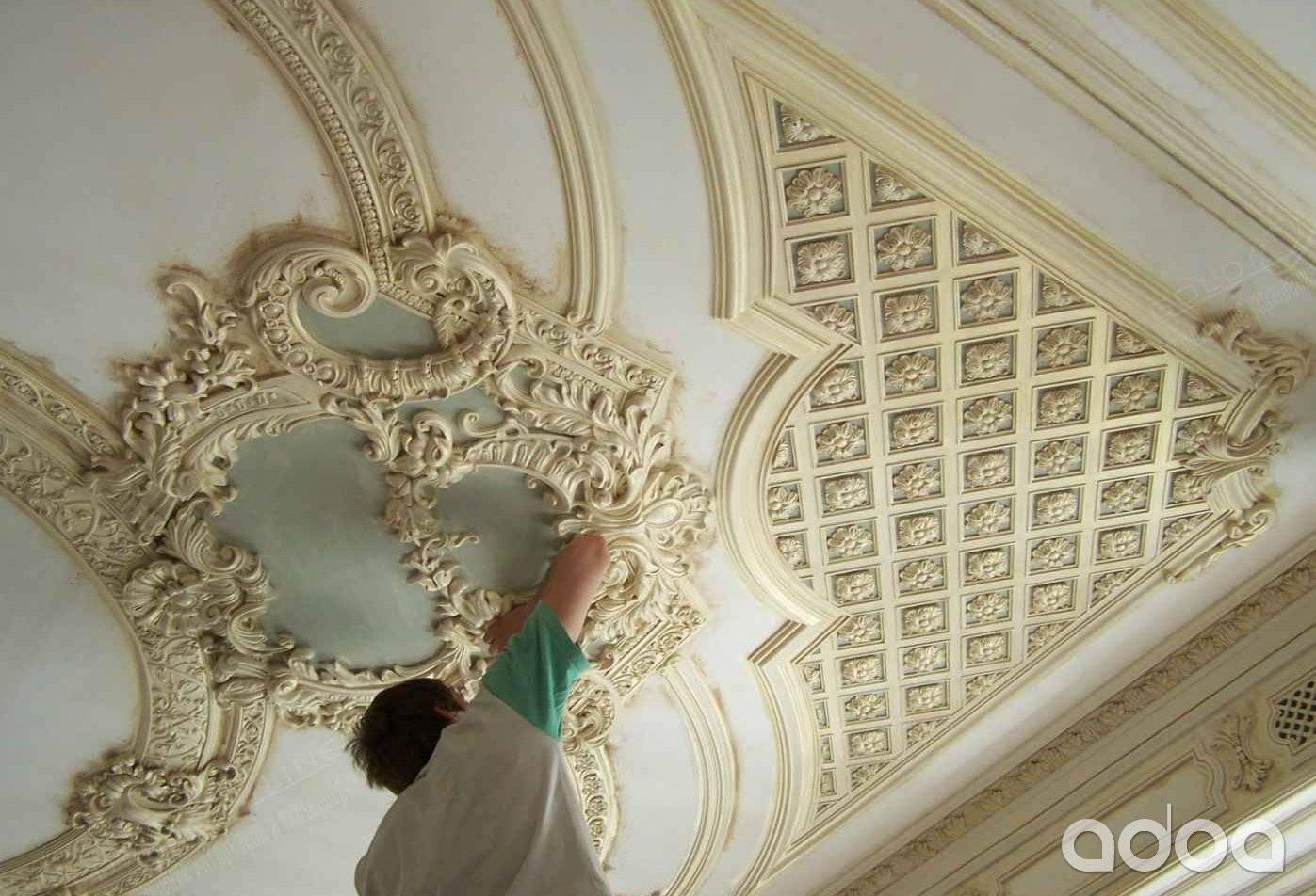 Лепнина из гипса (72 фото): делаем своими руками в домашних условиях, формы для лепного декора стен, монтаж и примеры в интерьере