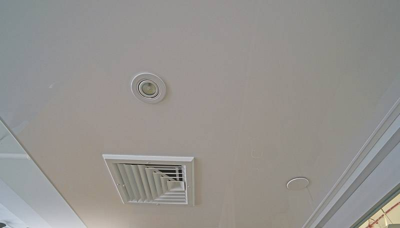 Вентиляция в натяжном потолке: правила установки системы своими руками