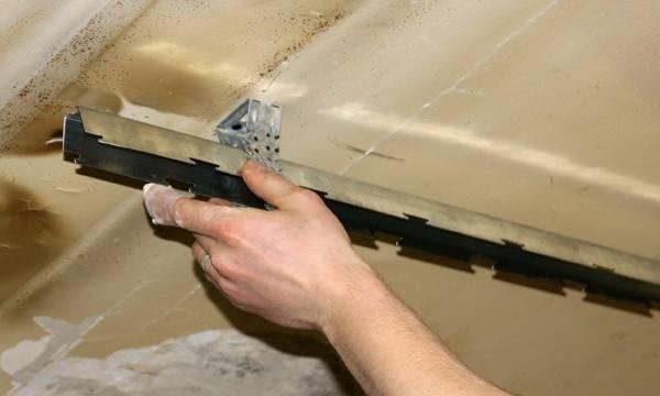 Как разобрать навесной потолок в ванной