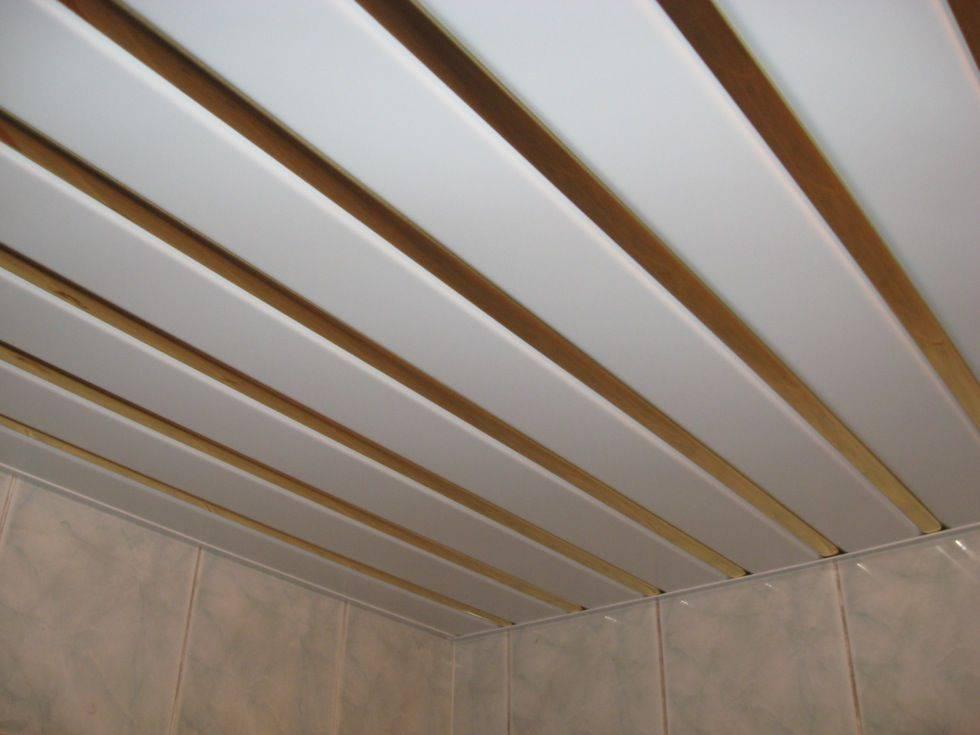 Как выполнить монтаж реечного потолка в ванной комнате самостоятельно: обзор +видео