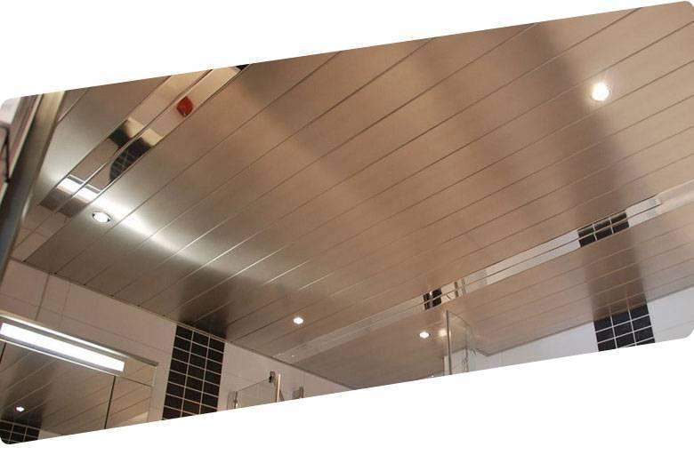 Реечный потолок в ванной комнате: цена за м2 алюминиевого и монтаж панелей