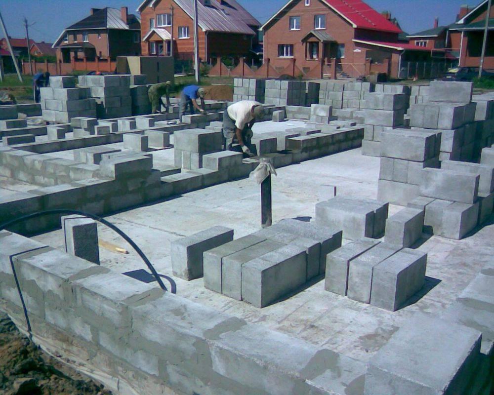Строительство дома из полистиролбетонных блоков своими руками: инструкция (видео)