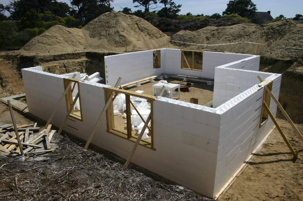 Что дешевле - построить дом или купить готовый - проводим исследование