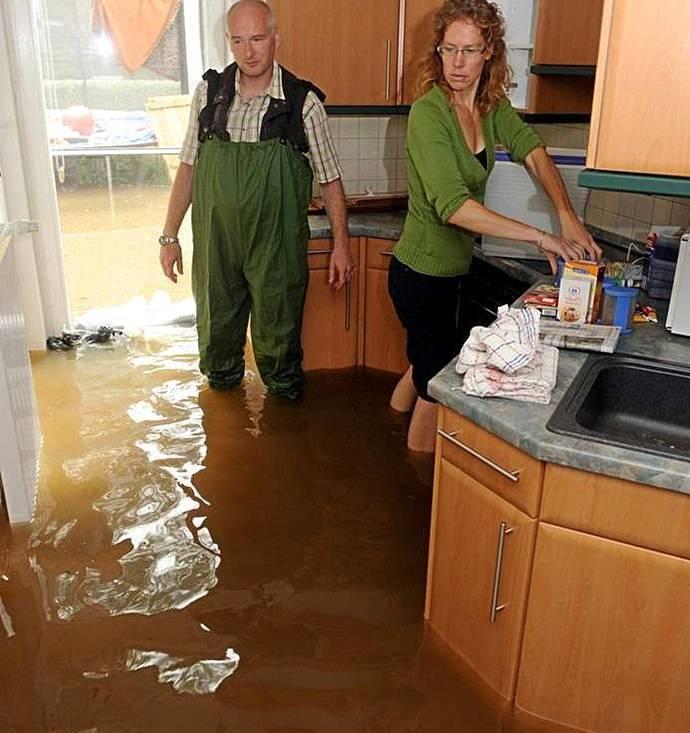 Что делать если соседи затопили: пошаговая инструкция как не нарушая закон заставить соседей восстановить ремонт (110 фото)