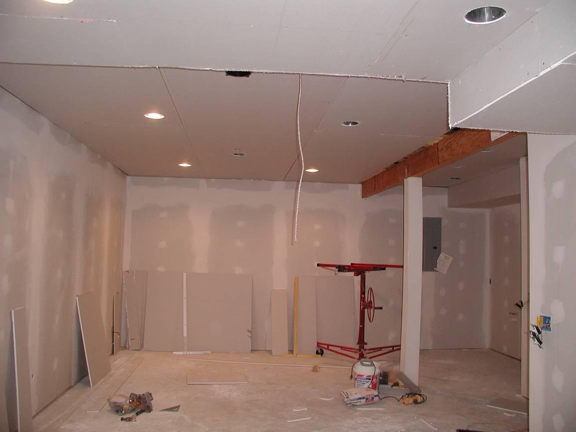 Какой потолок выбрать: натяжной или из гипсокартона?