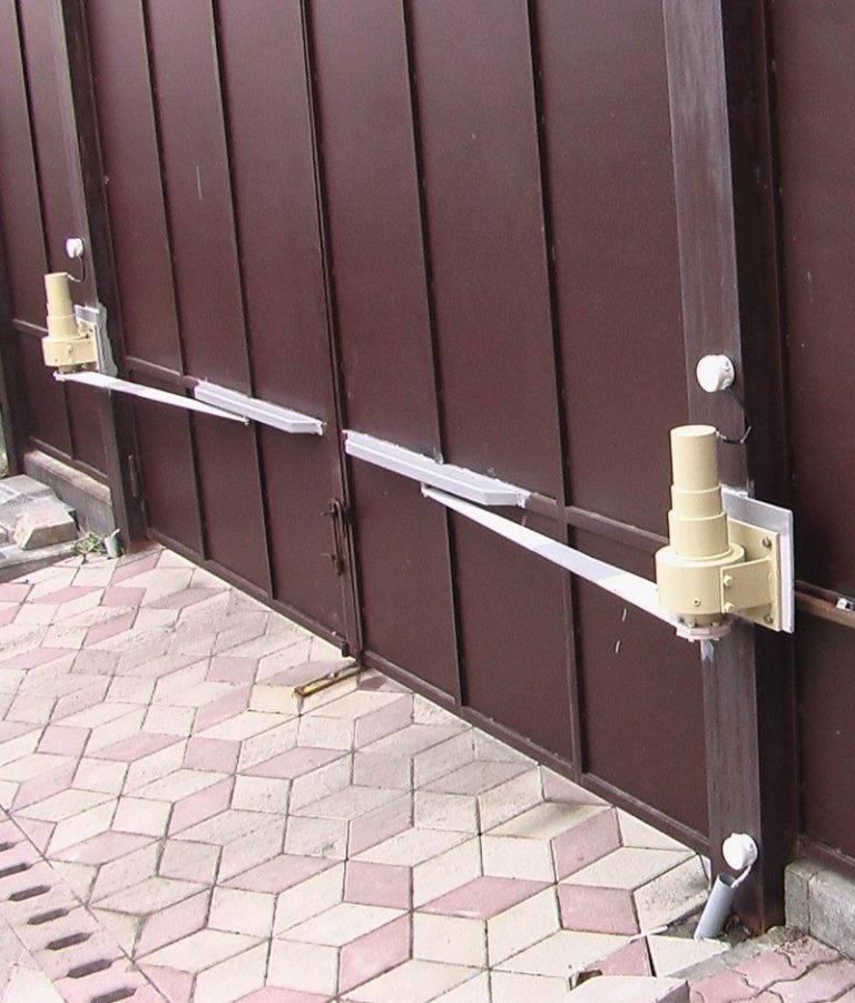 Как установить распашные ворота и автоматику: монтаж своими руками, преимущества и рекомендации