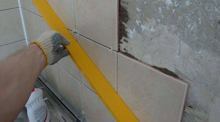Укладка керамической плитки на потолок своими руками: подробная инструкция, проиллюстрированная фото и видео