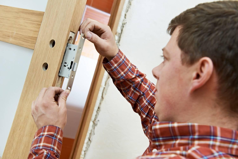 Как установить межкомнатную дверь своими руками: фото и видео инструкция