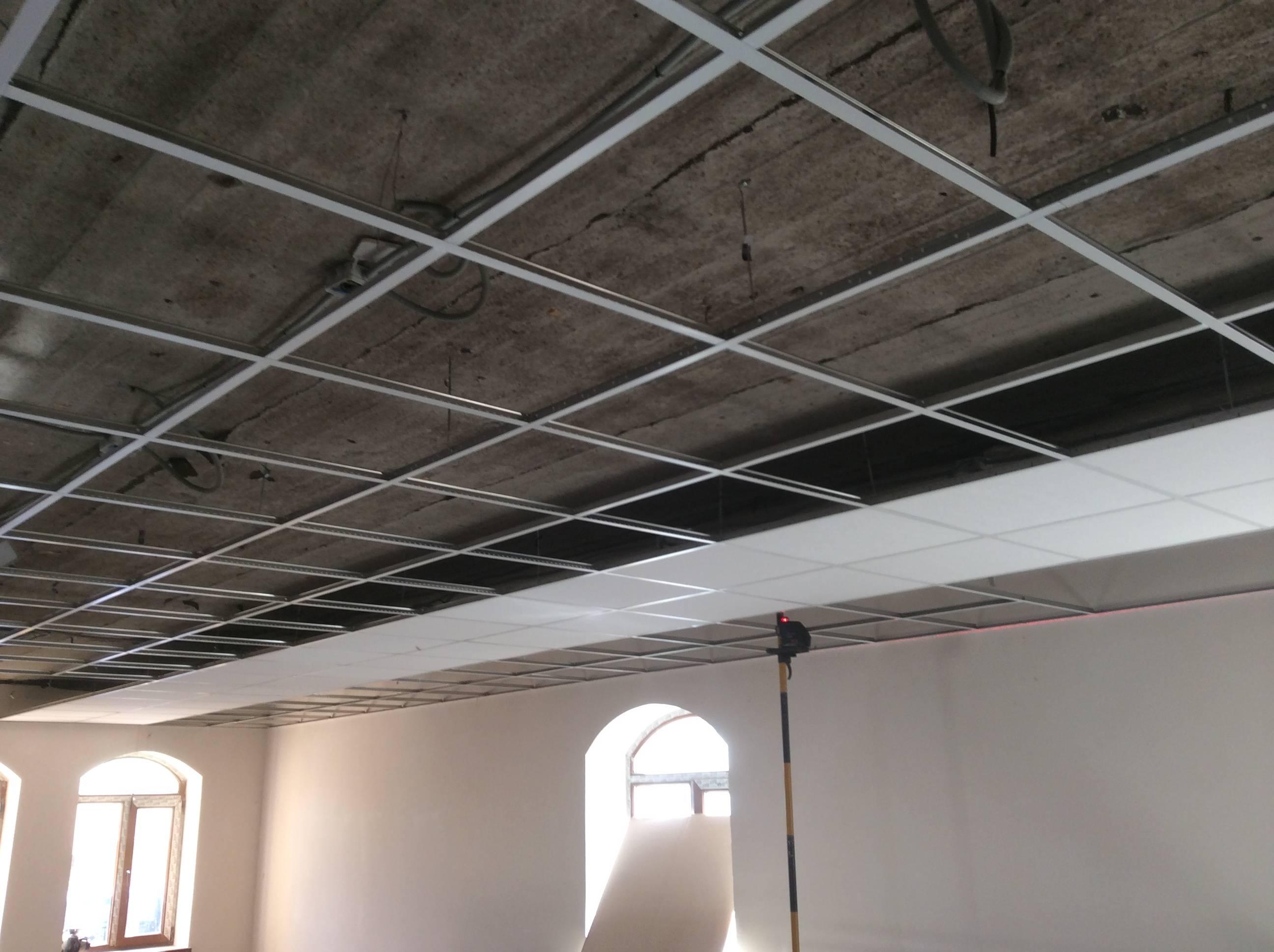 Потолок армстронг подвесной: цена за м2 монтажа, видео и расценки на установку