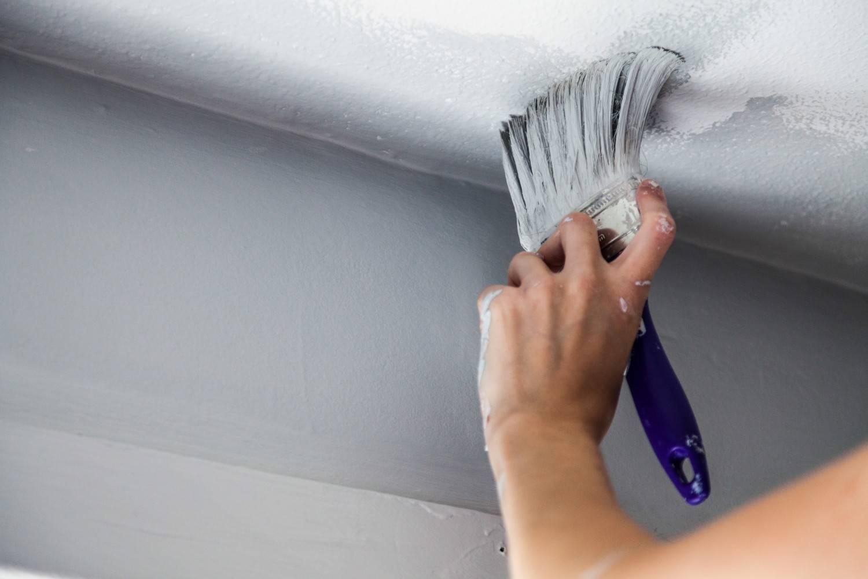 Какая краска лучше и как покрасить потолок своими руками на кухне