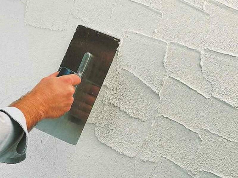 Как наносить декоративную штукатурку на стены правильно своими руками
