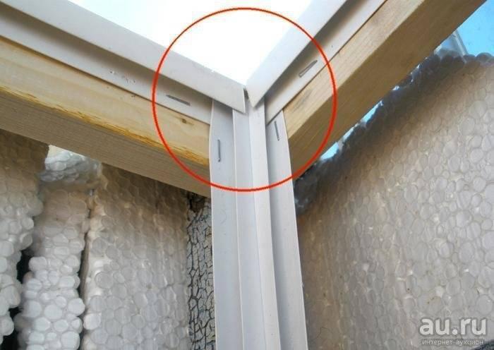 Чем хорош потолок на балконе из панелей пвх?