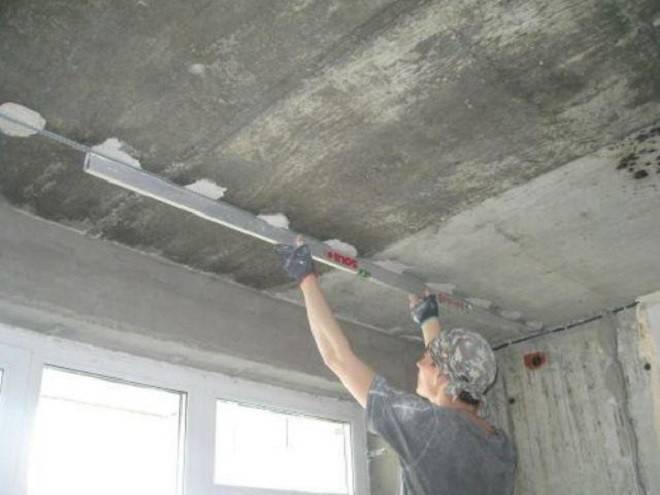 Выравниваем по маякам потолок своими руками - инструкция и видео
