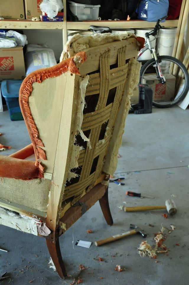 Перетяжка кресла (28 фото): как перетянуть старое кресло своими руками в домашних условиях? пошаговая инструкция. выбор обивки