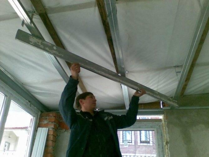 Подшивка потолка сайдингом своими руками