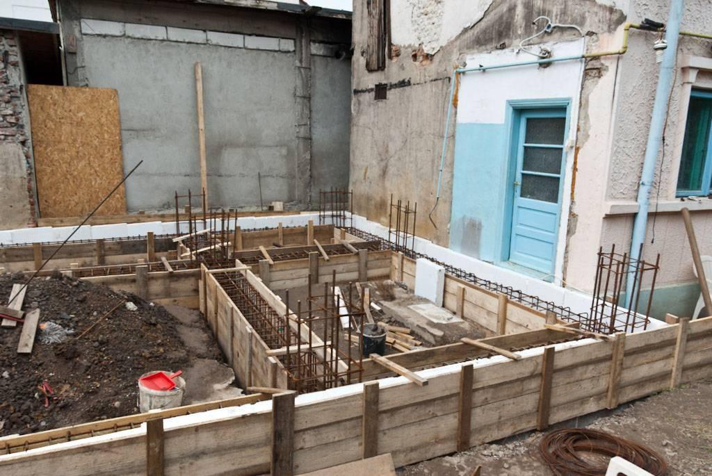 Как построить новый дом на месте старого со старым фундаментом | profjurist.ru