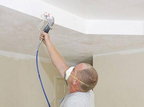 Покраска потолка краскопультом — плюсы и минусы