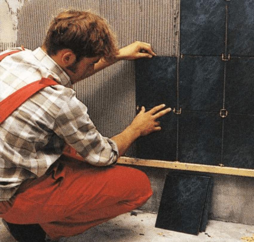 Как класть плитку на стену: технология правильной укладки