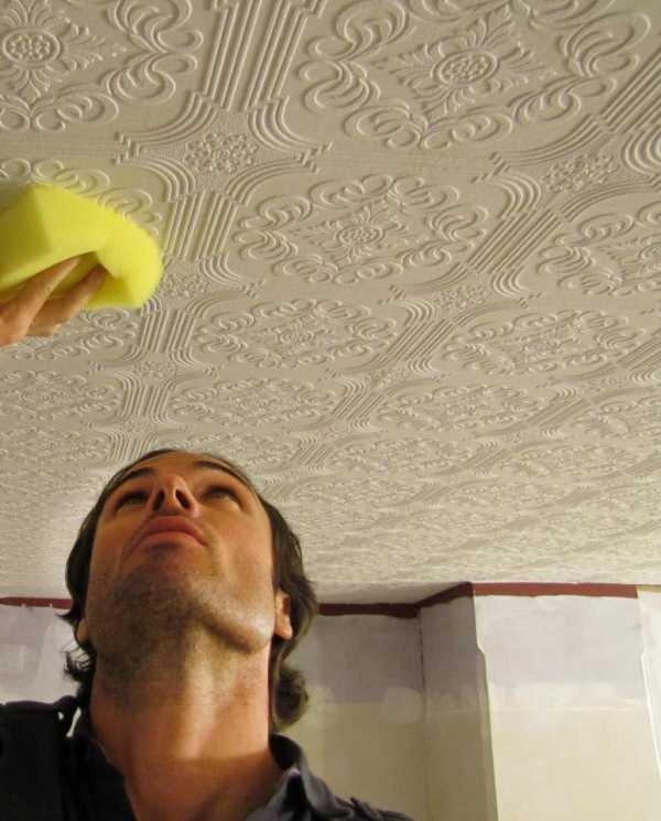 Чем помыть потолочную плитку из пенопласта на кухне от копоти быстро