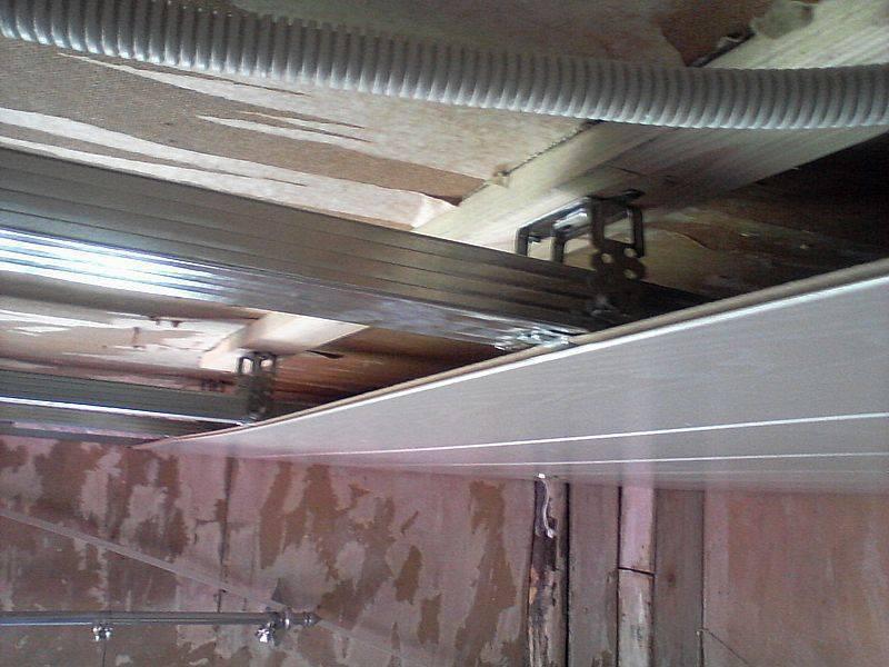 Отделка потолка мдф панелями