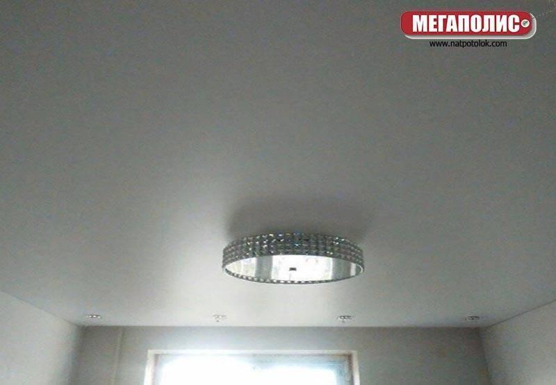 Натяжные потолки - плюсы и минусы тканевых и пвх полотен
