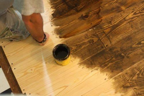 Чем покрасить деревянный пол в доме: в какой цвет красить пол на даче, краска для старого пола из половой доски, покраска на фото и видео
