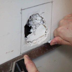 Как и чем заделать дыры в стене | руки не крюки