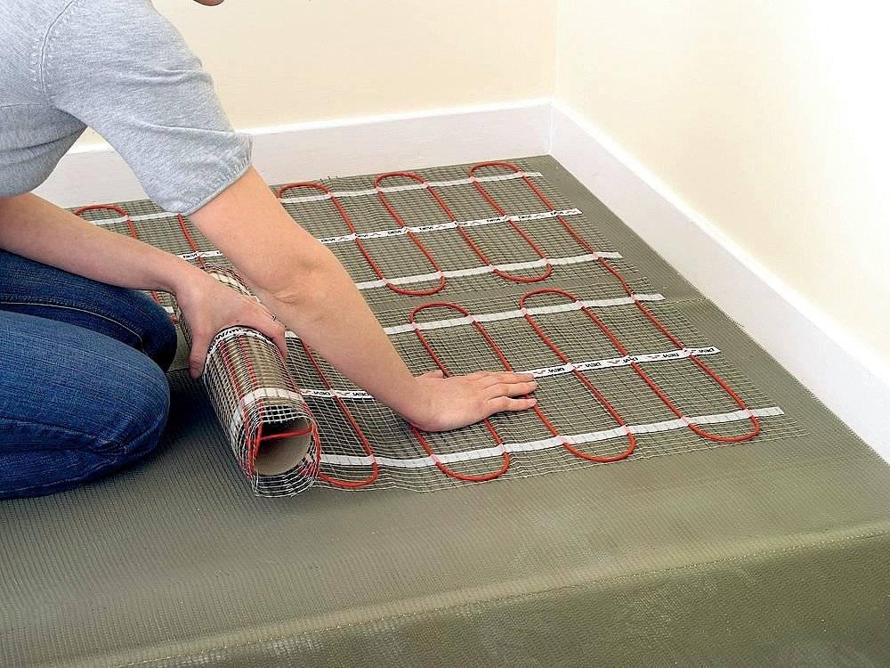 Укладка теплого электрического пола под плитку, ламинат и в стяжку: технология проведения работ, шаги установки нагревательного мата