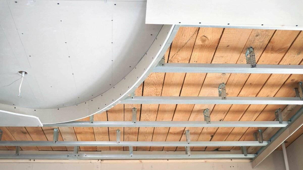 Можно ли прикрутить гипсокартон к деревянному потолку без профилей