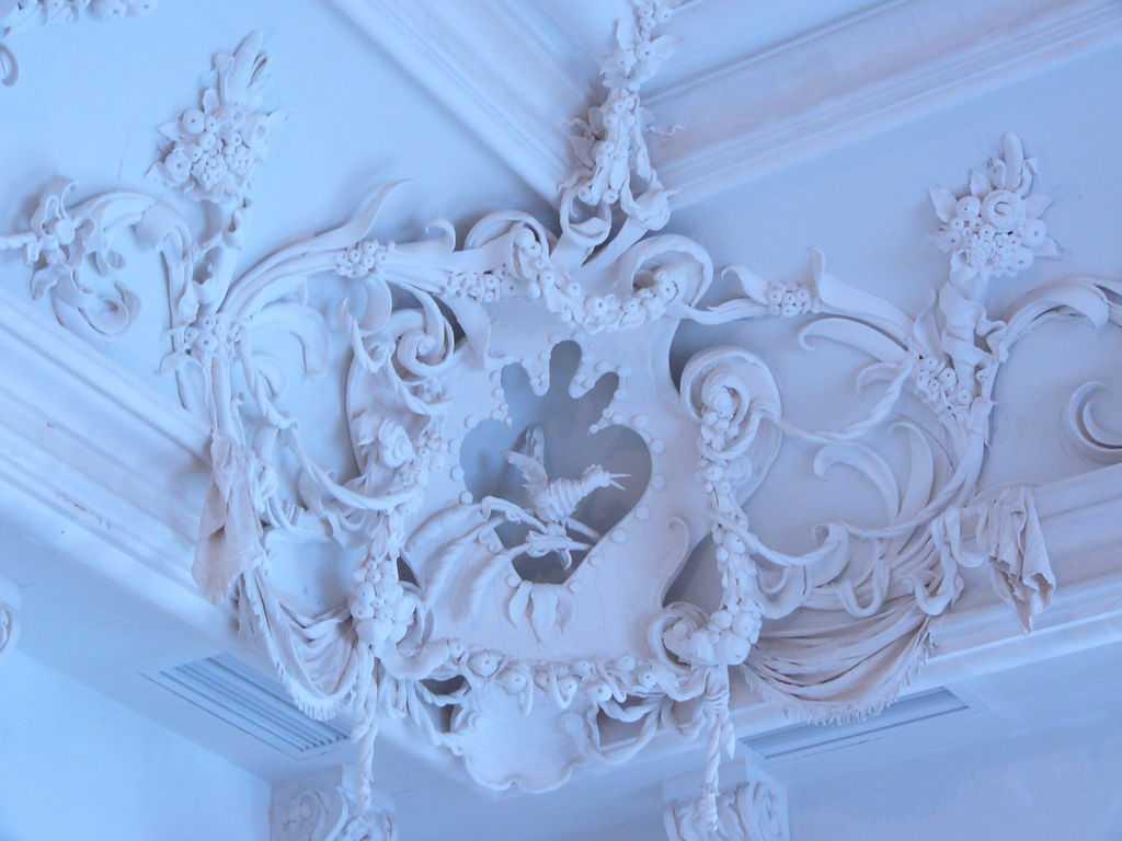 Декоративная лепнина на стенах и потолке
