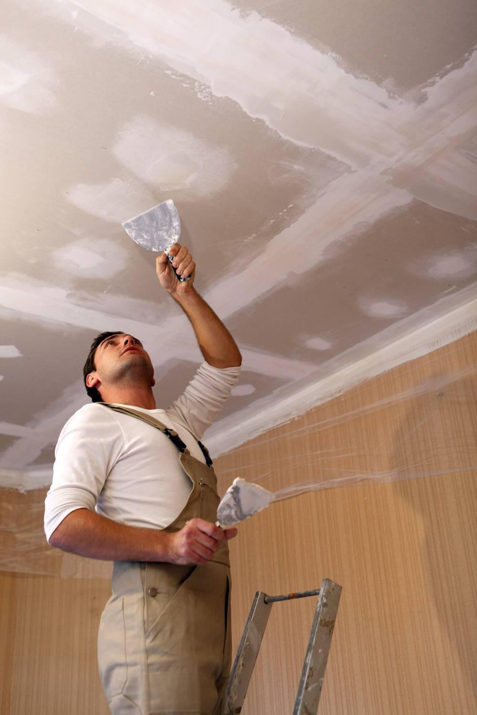 Как шпаклевать потолок правильно - видео, инструкция