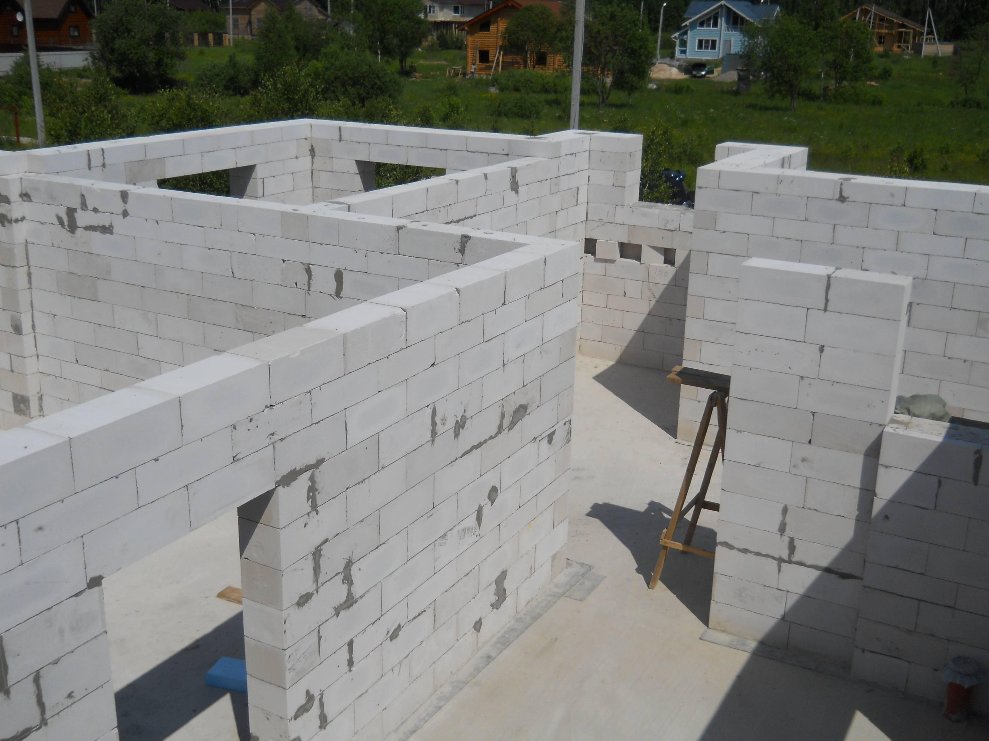 Основные этапы строительства дома из газобетонных блоков