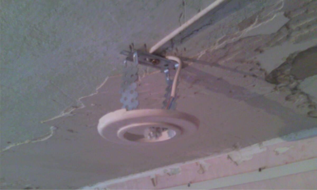 Закладные под натяжной потолок: установка под точеные светильники, люстры