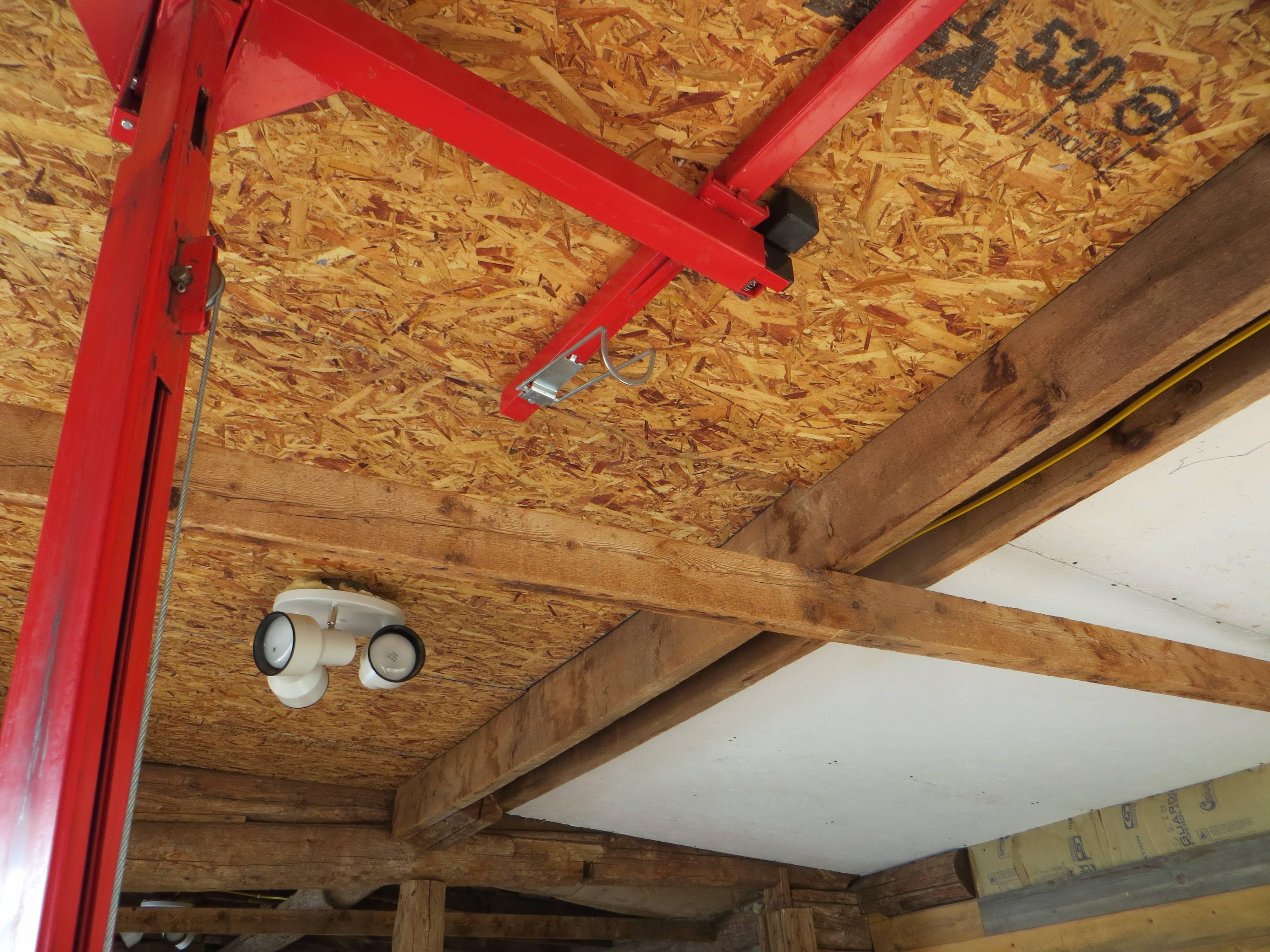 Применение в деревянном доме потолков из дсп