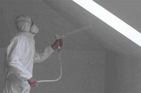 Покраска потолка водоэмульсионной краской краскопультом и ее стоимость