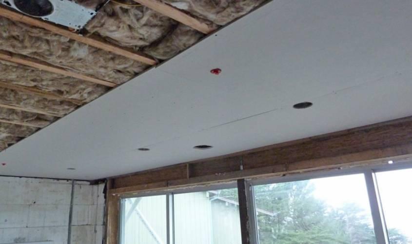 Можно ли крепить потолок из гипсокартона к деревянному потолку