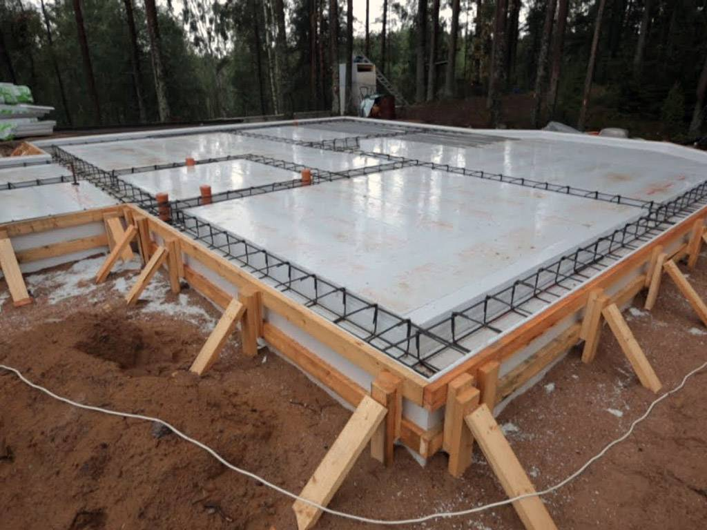 Фундамент плита: как сделать своими руками, технология строительства плитного фундамента, устройство монолитной плиты, виды (плавающий, финский) +видео