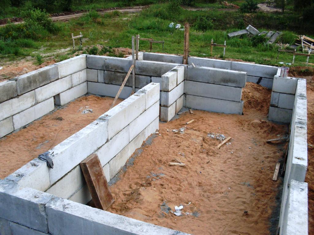 Фундамент из фбс блоков: плюсы и минусы, устройство, гидроизоляция