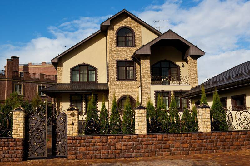 Натуральный камень для фасада: технология монтажа, особенности материала