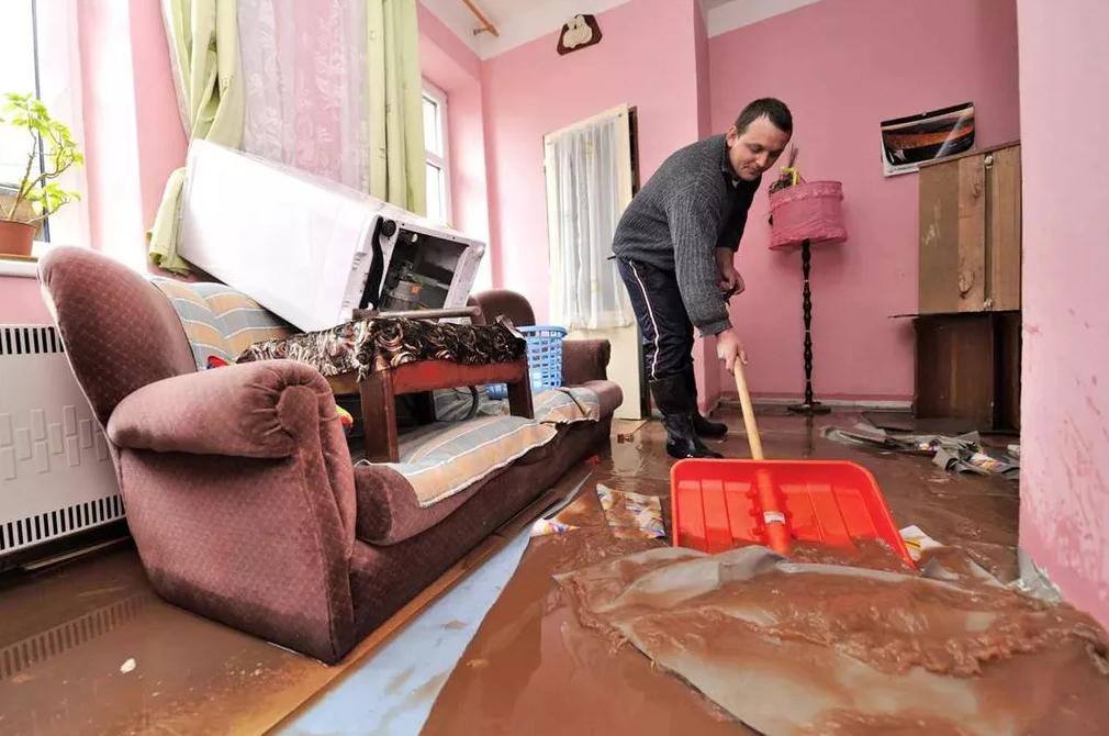 Что делать если соседи затопили: действия при протекании воды с потолка. как получить компенсацию от а до я