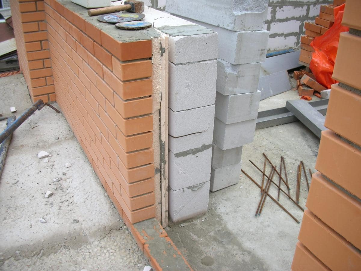 Отделываем стены дома из газобетона внутри
