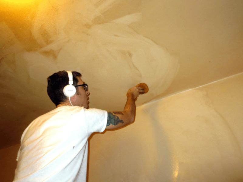 Как помыть натяжной потолок без разводов за 5 шагов