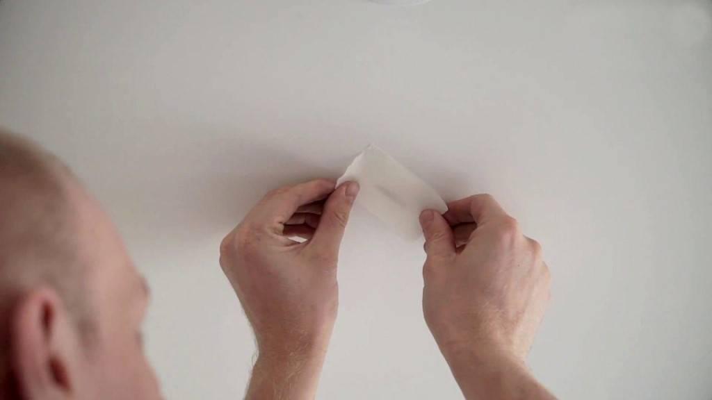 Как заделать дырку в натяжном потолке? | советы специалистов