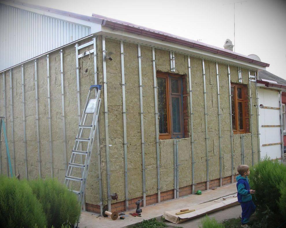 Как крепить сайдинг на деревянный дом: инструкция и видео